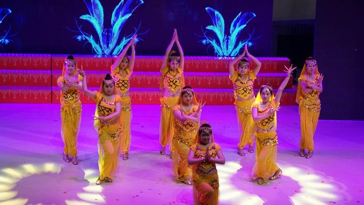 调整大小 水电集团二公司表演印度舞.JPG