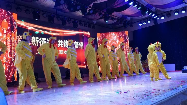 调整大小 第七分公司表演《鸡冠舞》.JPG