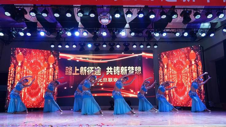 调整大小 肇东水利学校表演傣族舞.JPG