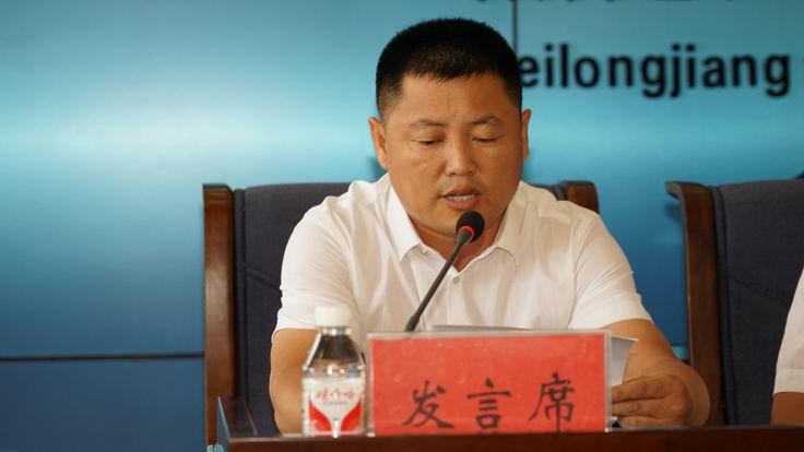 调整大小 9、路桥公司经理张爱民代表在职职工发言.JPG