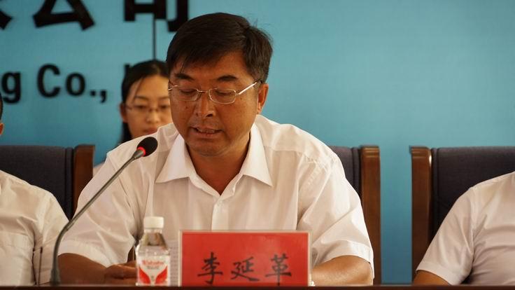 调整大小 11、公司副总经理李延革宣布松干七标被水利部评为全国文明工地.JPG
