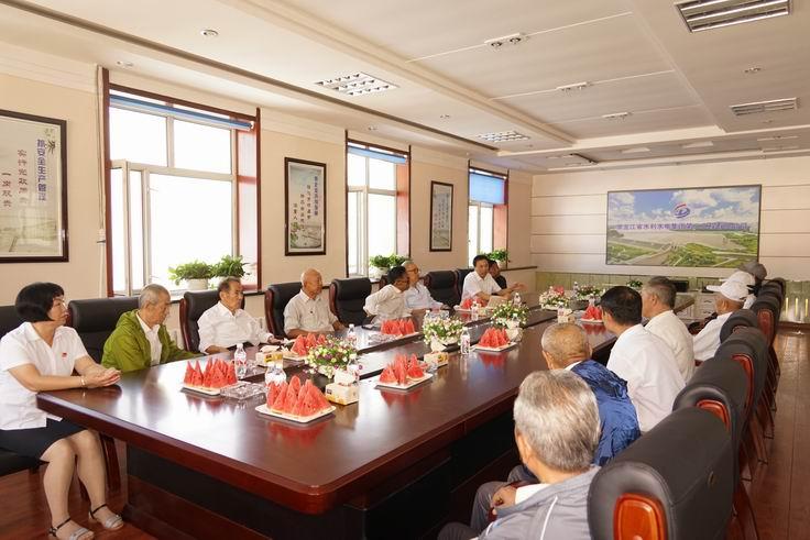 调整大小 18、王开顺与退休职工代表座谈.JPG